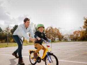 Cómo enseñar a andar en bicicleta