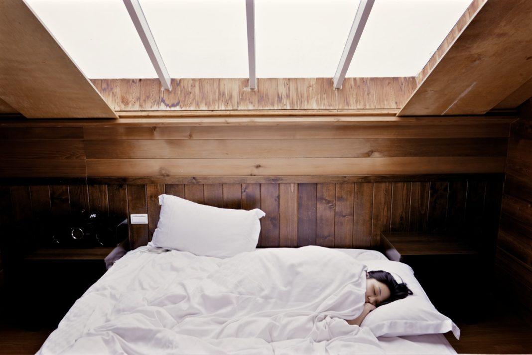me muevo tanto en la cama