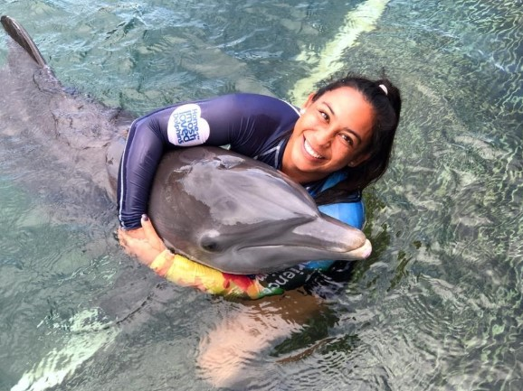 chica con delfin